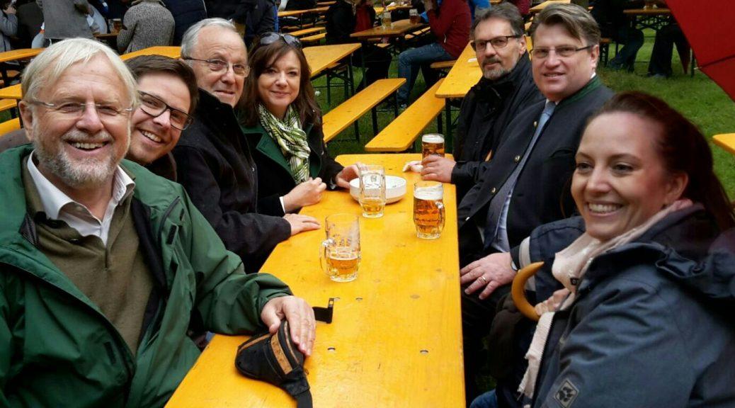 (v.l.): Werner Elsässer (Bezirksrat und Stadtrat), Tobias Heyde (stellv. CSU-Ortsvorsitzender), Manfred Sever, Jessica Euler (Bürgermeisterin), Thomas Gerlach (Stadtrat und CSU-Ortsvorsitzender), Winfried Bausback (Justizminister und Stadtrat), Julia Heyde.