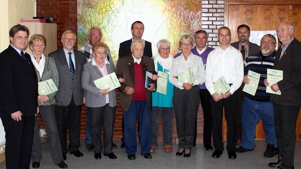 v.l.: Winfried Bausback (MdL, Kreisvorsitzender), Christel Seidel (40 Jahre CSU-Mitgliedschaft), Bürgermeister Werner Elsässer (35), Gisela Dehn (40), Ernst von Kitzell (35), Alois Kolb (60), Holger Zimmermann (35), Elke Burger (40), Ilse Nagel (25), Wilfried Nagel (25), Jürgen Stöth (25), Thomas Gerlach (40), Werner Kullmann (25), Ernst Richter (35)