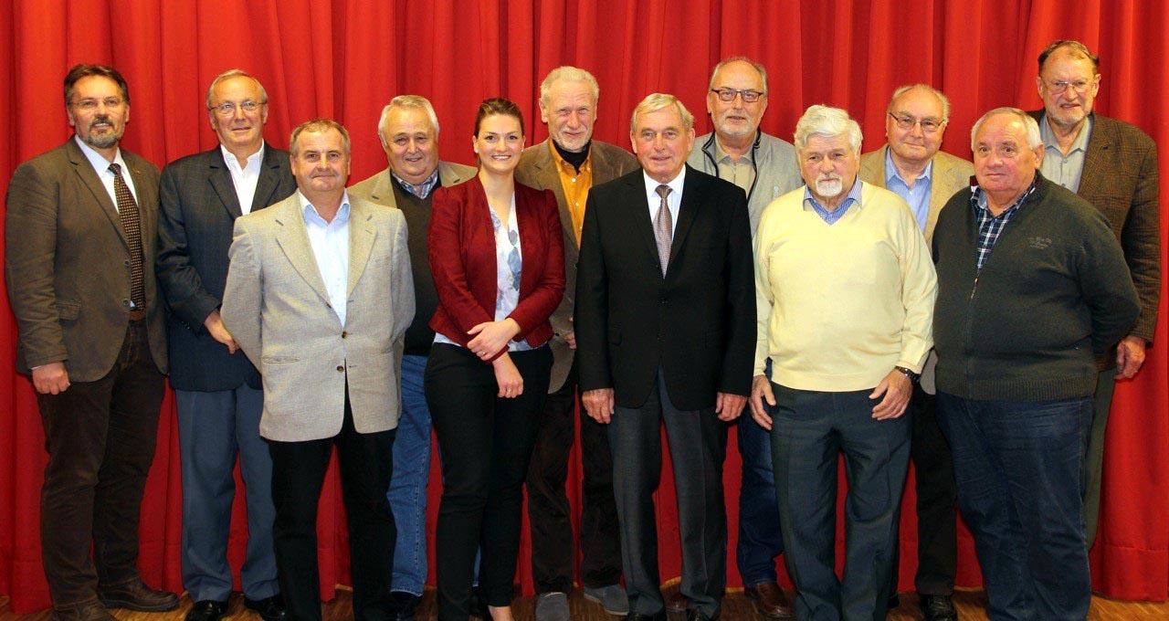 Im Rahmen einer Ortshauptversammlung hat die CSU Schweinheim langjährige Mitglieder geehrt.