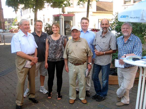 (v.l.) Bürgermeister a.D. Günter Dehn, Frank Christl, Landtagslistenkandidatin Judith Gerlach, Willi Wieland, Landtagsabgeordneter Winfried Bausback, Gerald Otter, Bürgermeister Werner Elsässer