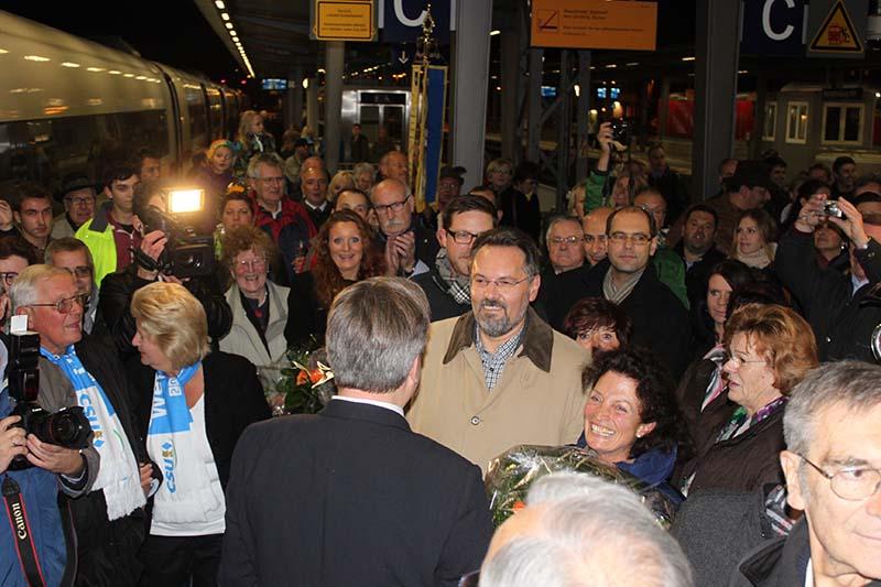 Großer Bahnhof in Aschaffenburg UNSER Staatsminister der Justiz kommt heim!