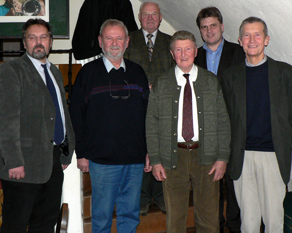 Für langjährige Mitgliedschaft von Winfried Bausback (2.v. r.) und Thomas Gerlach (ganz links) geehrt: (v.l.n.r.) Reinhard Moraw, Armin Martin, Franz Bittenbinder und Alfons Leeb