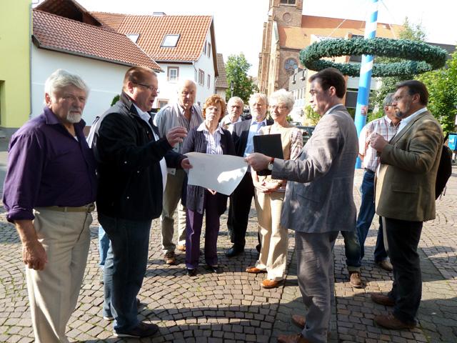 Martin Völker (2.v.l.) informiert die CSU-Stadtratsfraktion