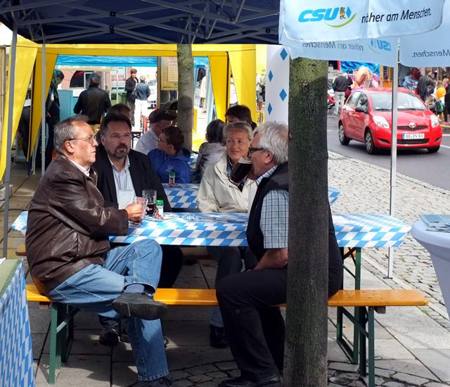 Manfred Sever und Stadtrat Thomas Gerlach vom Ortsvorstand der CSU Schweinheim